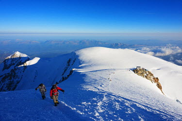 FRA8311 Europe, France, Haute Savoie, Rhone Alps, Chamonix Valley, Mont Blanc 4810m, climbers on Mt Blanc