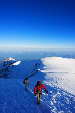 FRA8312 Europe, France, Haute Savoie, Rhone Alps, Chamonix Valley, Mont Blanc 4810m, climbers on Mt Blanc