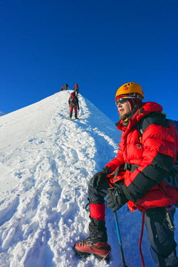 FRA8313 Europe, France, Haute Savoie, Rhone Alps, Chamonix Valley, Mont Blanc 4810m, climbers on Mt Blanc (MR)
