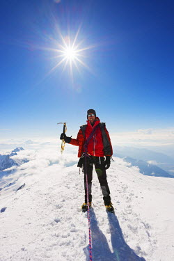FRA8319 Europe, France, Haute Savoie, Rhone Alps, Chamonix Valley, Mont Blanc 4810m, climbers on Mt Blanc (MR)