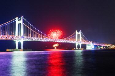 SKO0108 Asia, Republic of Korea, South Korea, Busan, city skyline and Gwangang bridge