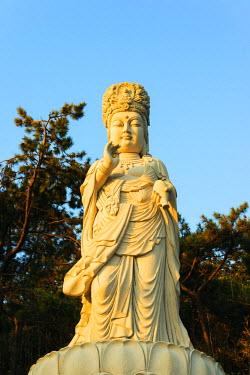 SKO0148 Asia, Republic of Korea, South Korea, Busan, Haedong Yonggungsa temple