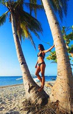 PHI1306 South East Asia, Philippines, The Visayas, Cebu, Malapascua island, girl on Bounty beach (MR)