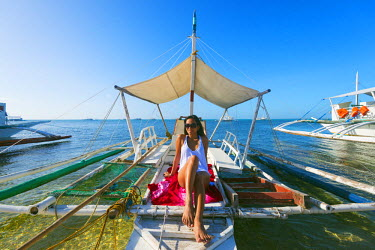 PHI1311 South East Asia, Philippines, The Visayas, Cebu, Malapascua island, girl aboard a catamaran, Bounty beach (MR)