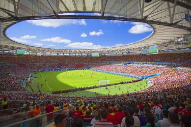 BRA2399AW Football fans at World Cup football match at Maracana stadium, Rio de Janeiro, Brazil