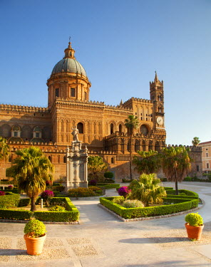 ITA3122 Italy, Sicily, Palermo. The Cathedral.
