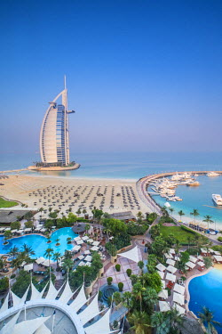 UE01562 Burj al Arab, from the Jumeirah Beach Hotel, Dubai, UAE