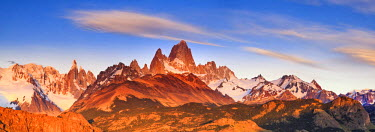 AR02322 Argentina, Patagonia, El Chalten, Los Glaciares National Park, Cerro Torre and Cerro Fitzroy Peaks at the first light of dawn