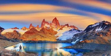 AR02328 Argentina, Patagonia, El Chalten, Los Glaciares National Park, Cerro Fitzroy Peak and Laguna de los tres (MR)
