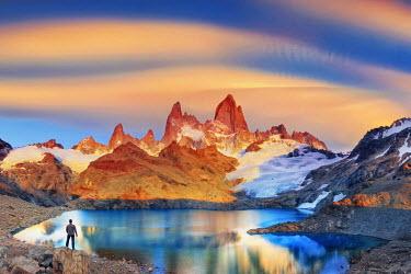 AR02329 Argentina, Patagonia, El Chalten, Los Glaciares National Park, Cerro Fitzroy Peak and Laguna de los tres (MR)