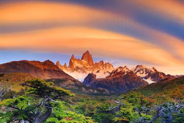 AR02343 Argentina, Patagonia, El Chalten, Los Glaciares National Park, Cerro Fitzroy Peak