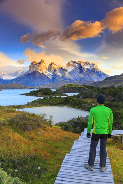 CL02428 Chile, Patagonia, Torres del Paine National Park (UNESCO Site), Lake Peohe (MR)