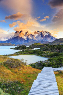 CL02432 Chile, Patagonia, Torres del Paine National Park (UNESCO Site), Lake Peohe