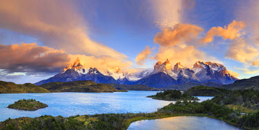 CL02434 Chile, Patagonia, Torres del Paine National Park (UNESCO Site), Lake Peohe