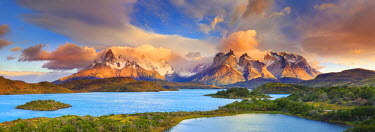 Chile, Patagonia, Torres del Paine National Park (UNESCO Site), Lake Pehoe © AWL Images