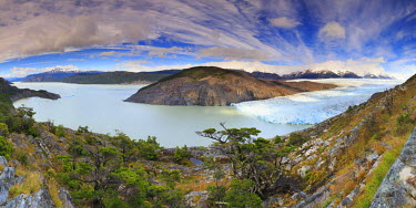 CL02440 Chile, Patagonia, Torres del Paine National Park (UNESCO Site), Lake and Glacier Grey