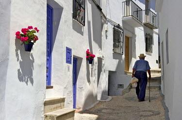 HMS0459531 Spain, Andalusia, Costa del Sol, Frigiliana, narrow street
