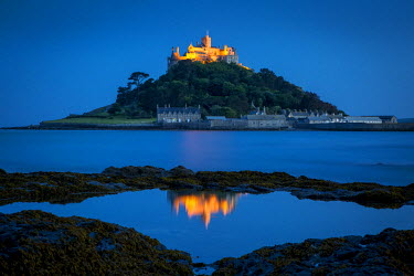 EU33BJN0145 Dusk reflections below St. Michael's Mount, Marazion, Cornwall, England, UK