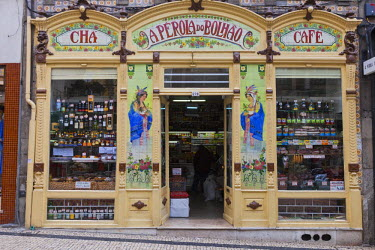 HMS0945230 Portugal, Norte Region, Porto, historical center listed as World Heritage by UNESCO, famous grocery P�rola do Bolhao, rua Formosa