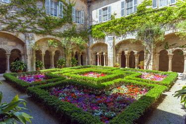FRA8422AW France, Provence Alps Cote d'Azur, Saint Remy de Provence. Monast�re St. Paul-de-Mausole, cloister