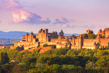 FRA8431AW France, Languedoc-Roussillon, Aude, Carcassonne. La cite old fortified town, restored by architect Eugene Viollet le Duc, at sunset