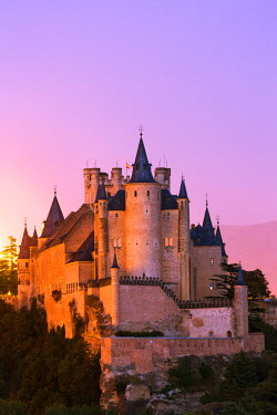 SPA5763AW Spain, Castile and Leon, Segovia. The Alcazar and cathedral at sunset