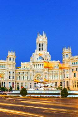SPA5793AW Spain, Madrid. Plaza de Cibeles with famous fountain and town hall building behind