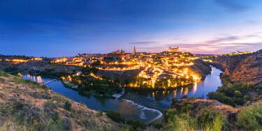 SPA5823AW Spain, Castile-La Mancha, Toledo. City and river Tagus at sunrise, high angle view
