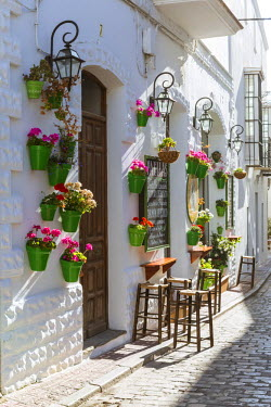 SPA5951AW Spain, Andalusia, Cadiz province, Tarifa. Street in the old town with typical whitewashed buildings