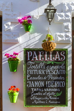 SPA5955AW Spain, Andalusia, Cadiz province, Tarifa. Outdoor caf� in the old town
