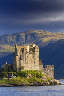 SCO33261AW Europe, United Kingdom, Scotland, Eliean Donan castle, on a small tidal island where three lochs meet, Loch Duich, Loch Long and Loch Alsh, in the western Highlands of Scotland