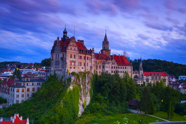 DE05163 Elevated view towards Sigmaringen Castle illuminated at dusk, Swabia, Baden Wurttemberg, Germany, Europe