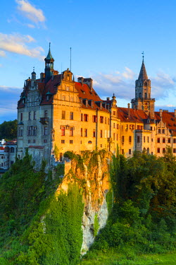 DE05245 Elevated view towards Sigmaringen Castle illuminated at sunset, Swabia, Baden Wurttemberg, Germany, Europe