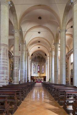 ITA3213AW Interior of St Francis Church, Gubbio, Umbria, Italy