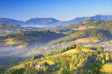ITA3252AW Countryside around Urbino at dawn, Le Marche, Italy