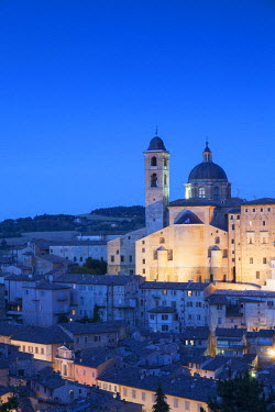 ITA3261AW View of Duomo (Cathedral) at dusk, Urbino (UNESCO World Heritage Site), Le Marche, Italy