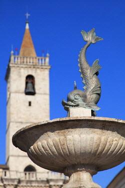ITA3267AW Fountain and Duomo (Cathedral) in Piazza Arringo, Ascoli Piceno, Le Marche, Italy