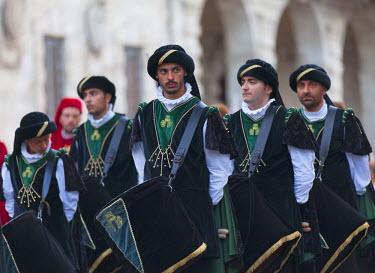 ITA3272AW Drummers in medieval festival of La Quintana, Ascoli Piceno, Le Marche, Italy