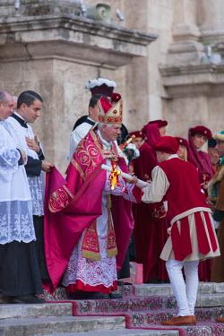 ITA3274AW Archbishop of Ascoli Piceno at procession of medieval festival of La Quintana outside Duomo (Cathedral), Ascoli Piceno, Le Marche, Italy