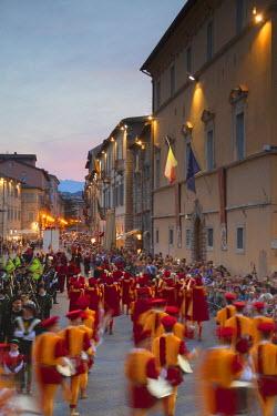 ITA3279AW Procession of medieval festival of La Quintana in Piazza Arringo, Ascoli Piceno, Le Marche, Italy