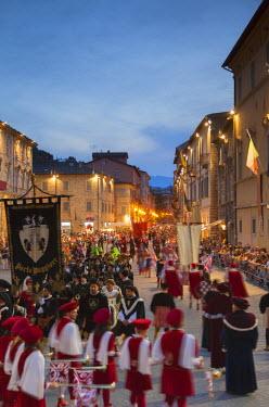 ITA3281AW Procession of medieval festival of La Quintana in Piazza Arringo, Ascoli Piceno, Le Marche, Italy