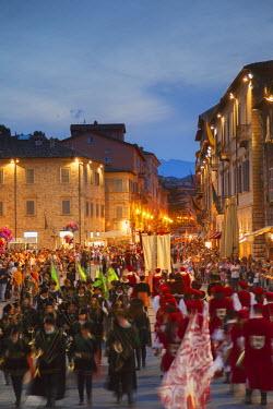 ITA3282AW Procession of medieval festival of La Quintana in Piazza Arringo, Ascoli Piceno, Le Marche, Italy
