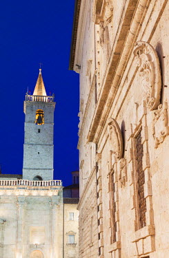 ITA3283AW Duomo (Cathedral) and Palazzo Comunale at dusk, Ascoli Piceno, Le Marche, Italy