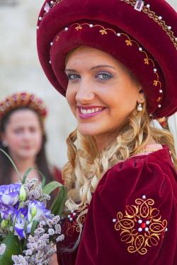 ITA3290AW Woman in medieval festival of La Quintana, Ascoli Piceno, Le Marche, Italy