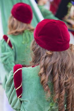 ITA3292AW Children in medieval festival of La Quintana, Ascoli Piceno, Le Marche, Italy