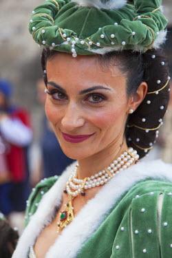 ITA3293AW Woman in medieval festival of La Quintana, Ascoli Piceno, Le Marche, Italy