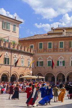 ITA3296AW Medieval festival of La Quintana in Piazza del Popolo, Ascoli Piceno, Le Marche, Italy