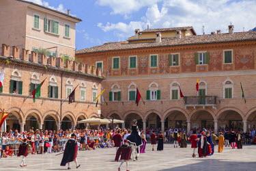 ITA3297AW Medieval festival of La Quintana in Piazza del Popolo, Ascoli Piceno, Le Marche, Italy