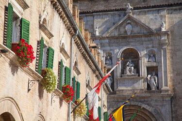 ITA3310AW Church of St Francis in Piazza del Popolo, Ascoli Piceno, Le Marche, Italy