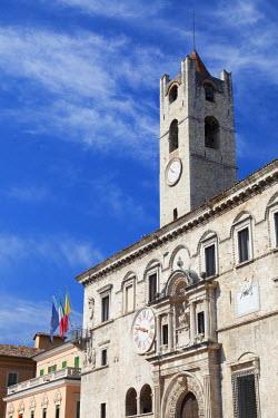 ITA3319AW Palazzo dei Capitani del Popolo in Piazza del Popolo, Ascoli Piceno, Le Marche, Italy